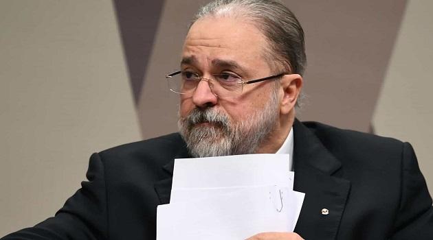 Aras pede 'apuração' contra professor que o chamou de 'poste geral da República'