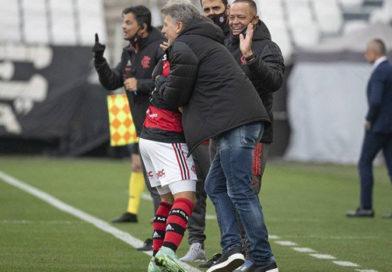 Flamengo faz três no Corinthians em ritmo de treino e emplaca a sexta vitória seguida com Renato