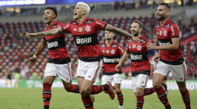 Na volta da torcida, Flamengo vence mais uma sobre o Grêmio e confirma vaga na semifinal da Copa do Brasil