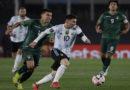 Argentina derrota Bolívia pelas Eliminatórias e Messi, com 3 gols, supera Pelé